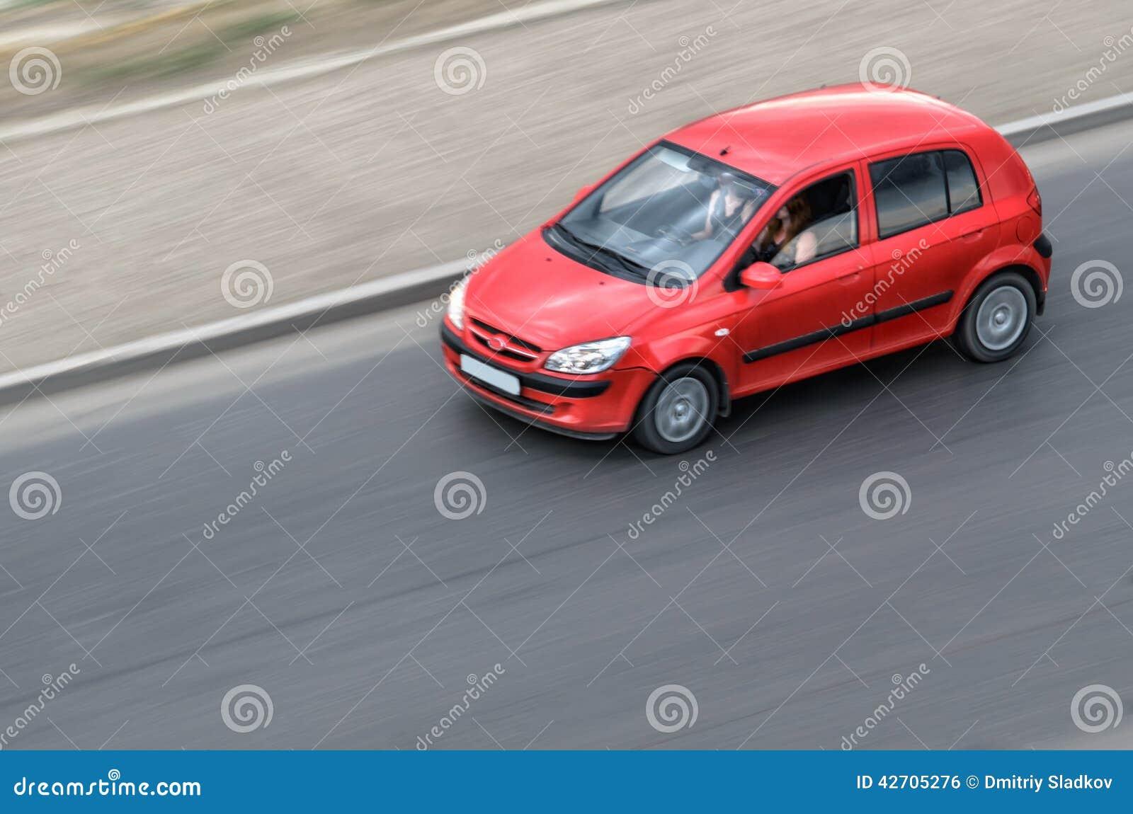 Samochodowa poruszająca czerwień