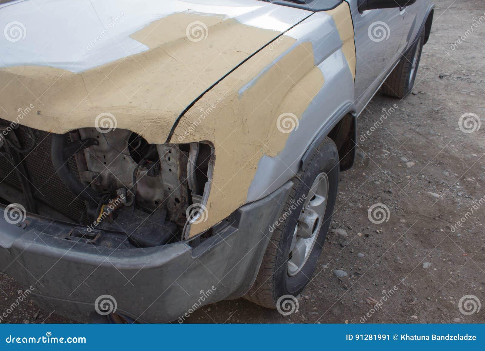 Samochodowego ciała praca po wypadku Auto ciało naprawy serie - narządzanie przed malować