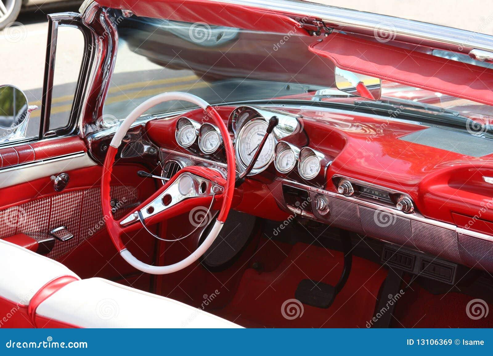 Samochodowy klasyczny wnętrze