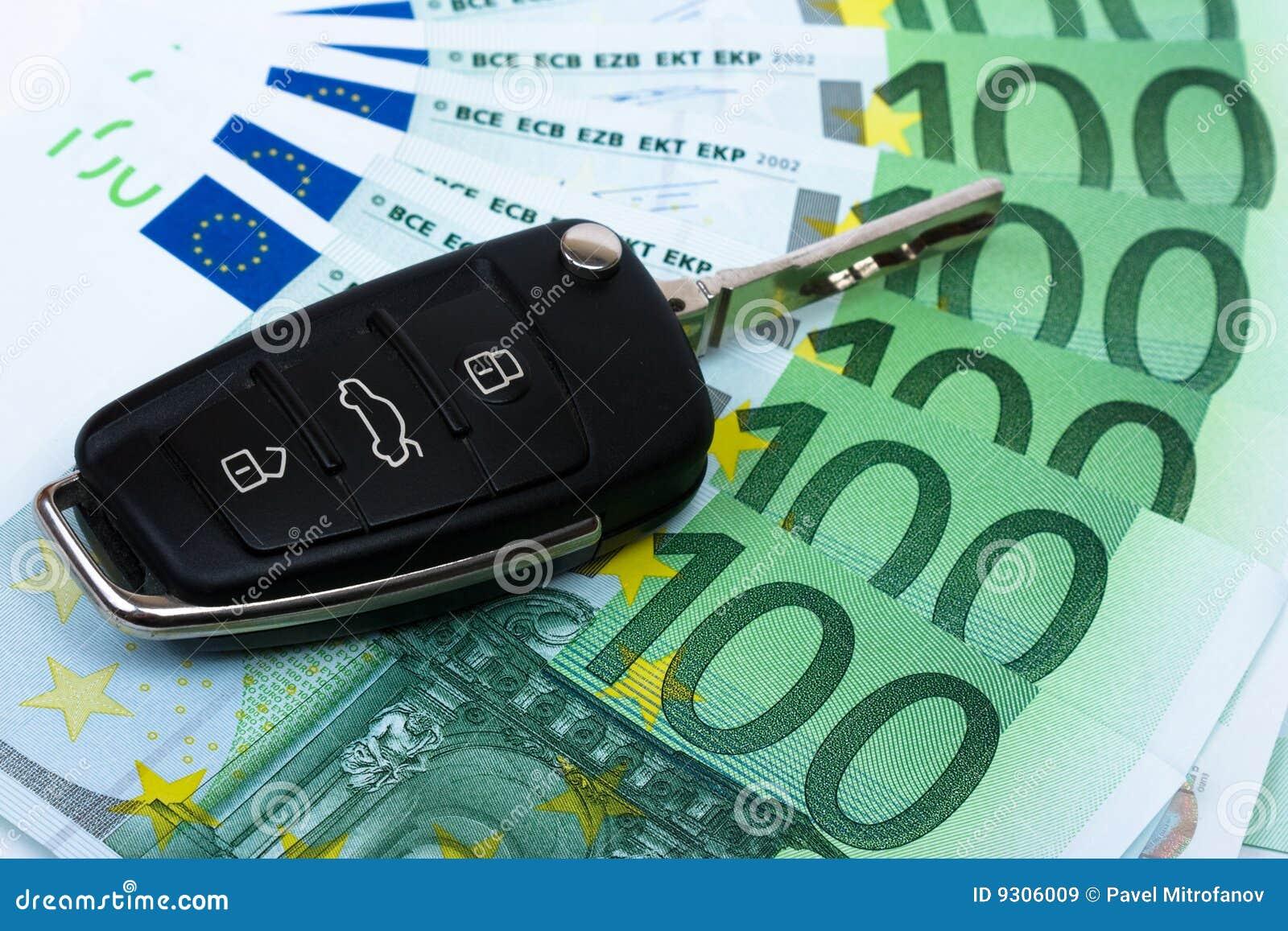 Samochodowy kluczowy pieniądze