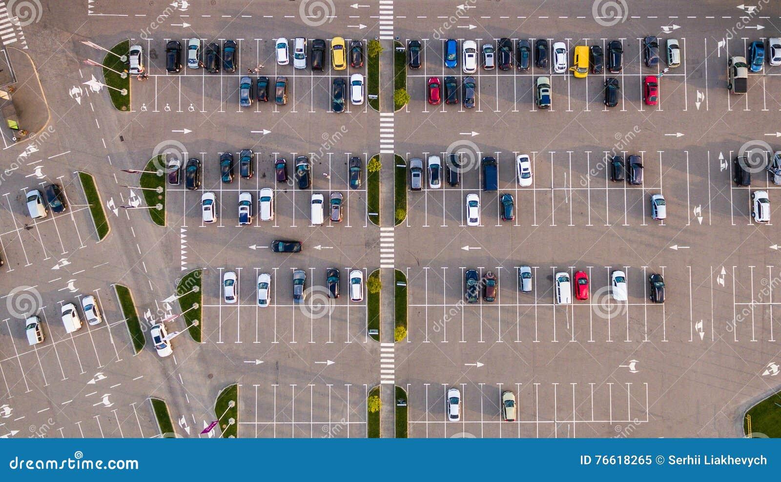 Samochodowy parking przeglądać od above, widok z lotu ptaka