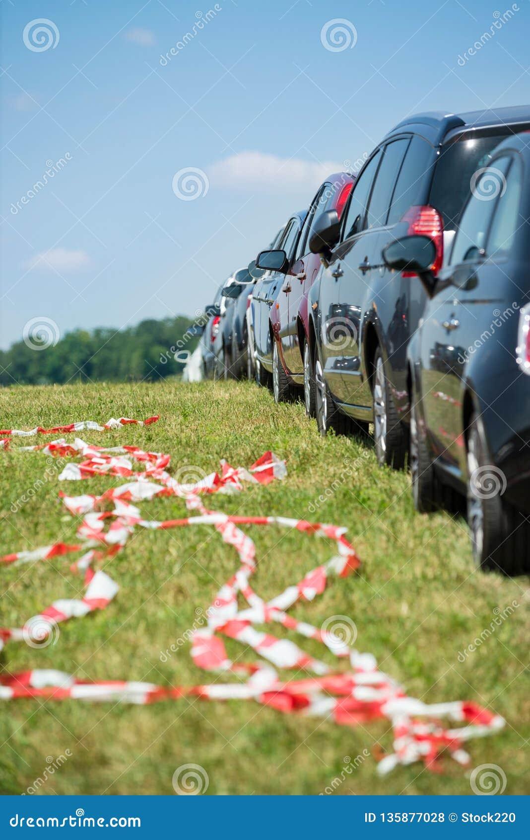 Samochodowy parking w linii