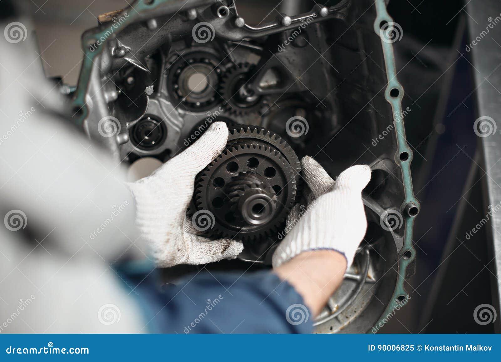 Samochodowy przekładni pudełka naprawy automobilowej naprawy garażu warsztatowy mechanik