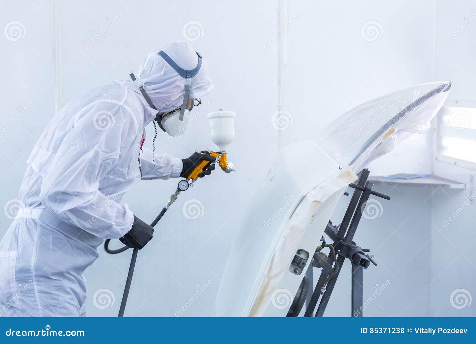 Samochodu repairman malarz