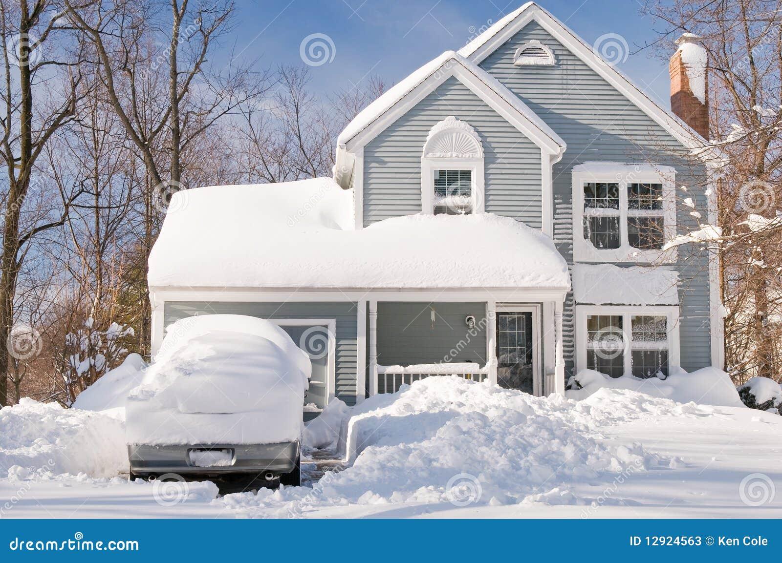 Samochody mieścą śnieżycę