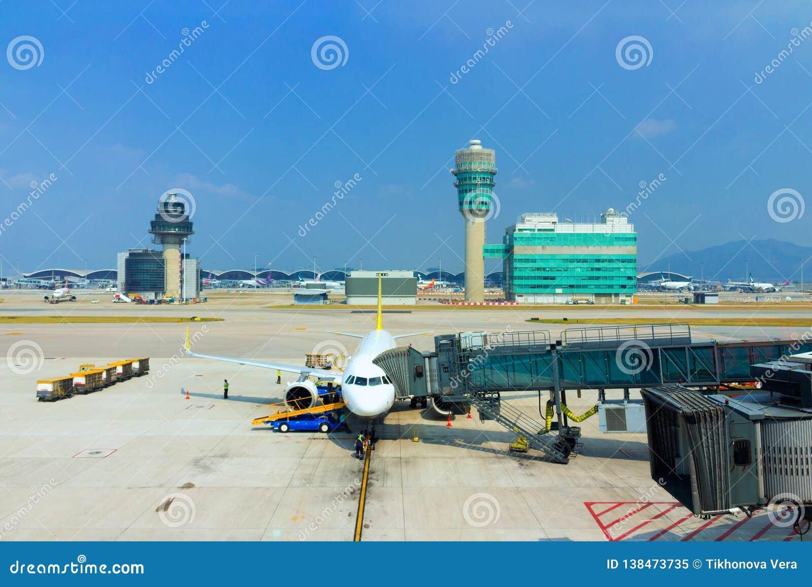 Samolot przy Hong Kong lotniskiem międzynarodowym