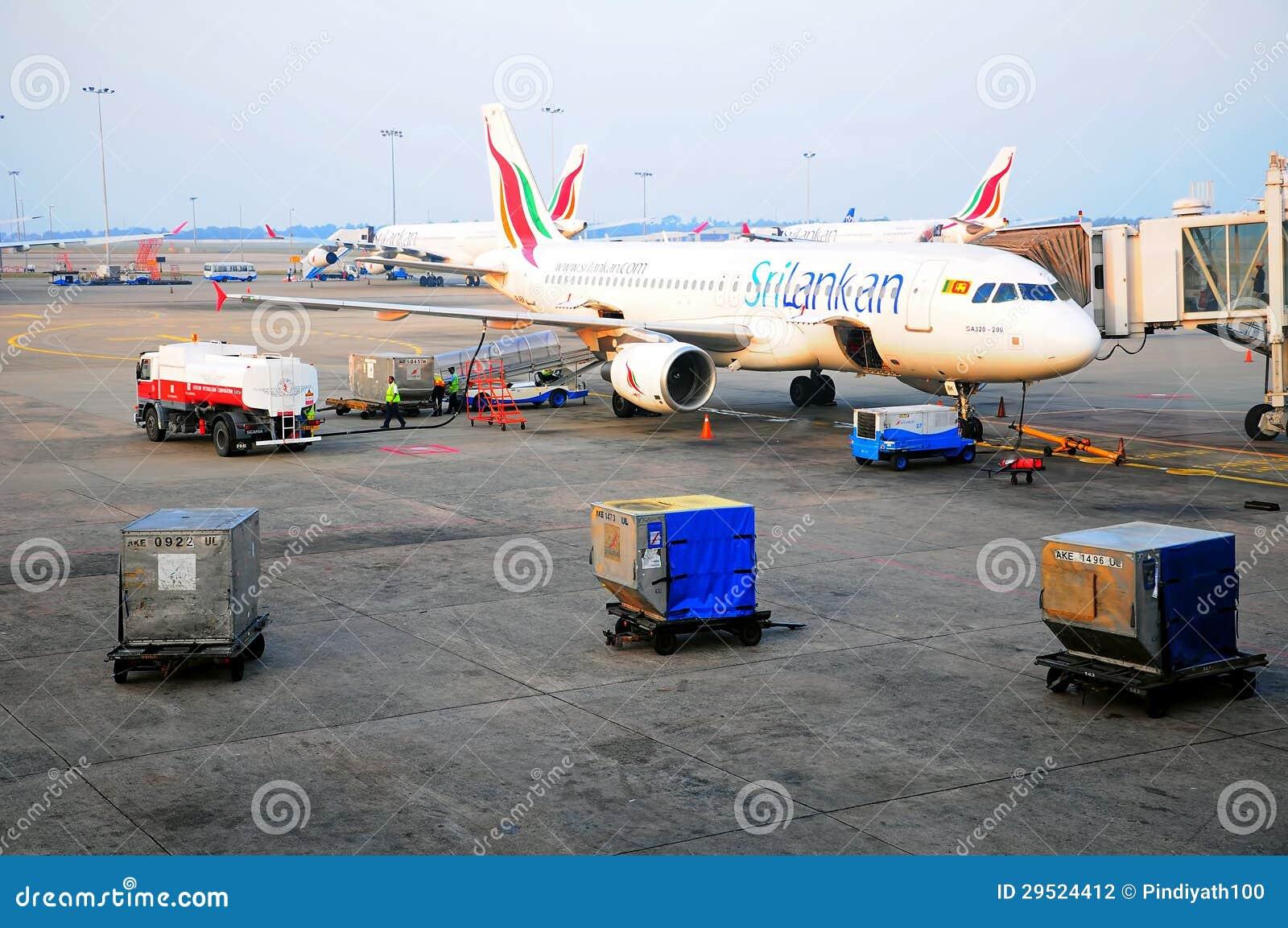 Samolot refueling w sri lanki lotnisku