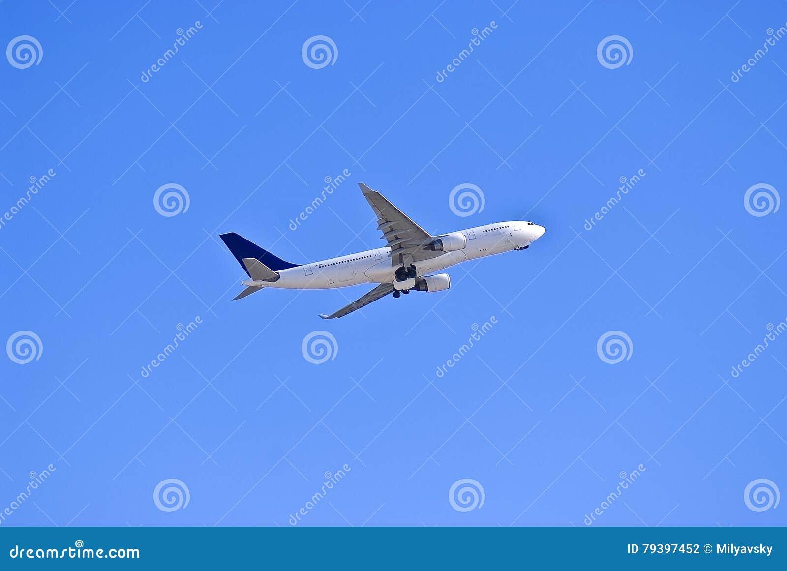 Samolot w niebie