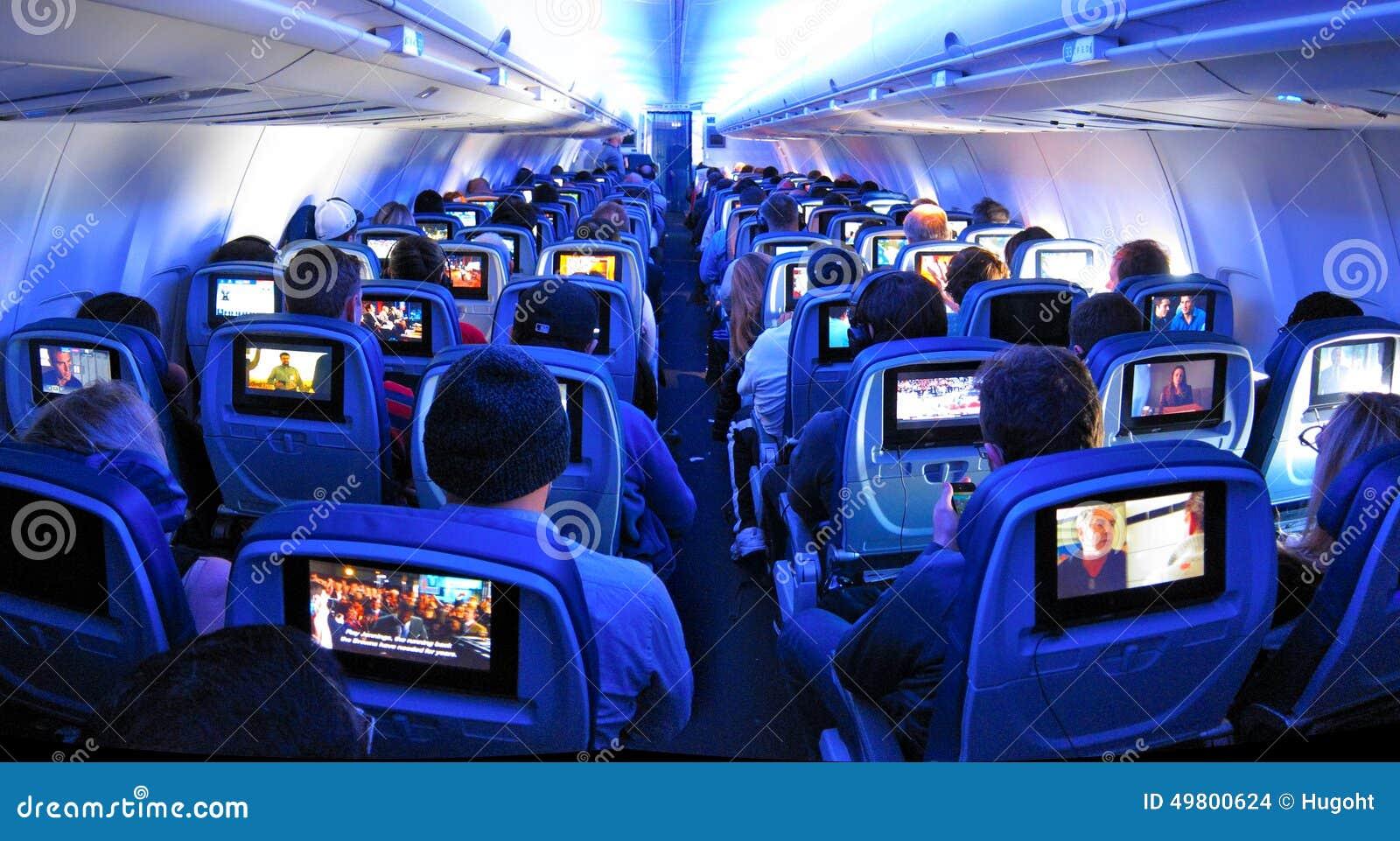 Samolotowi pasażery, siedzenia i TV ekrany,