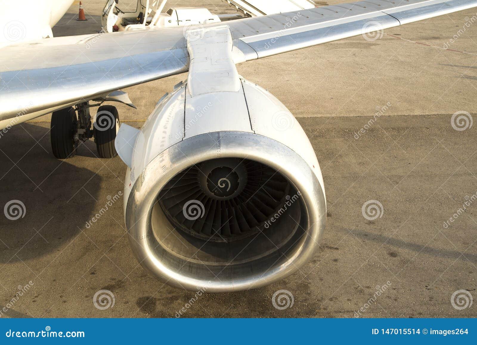 Samolotowy silnik