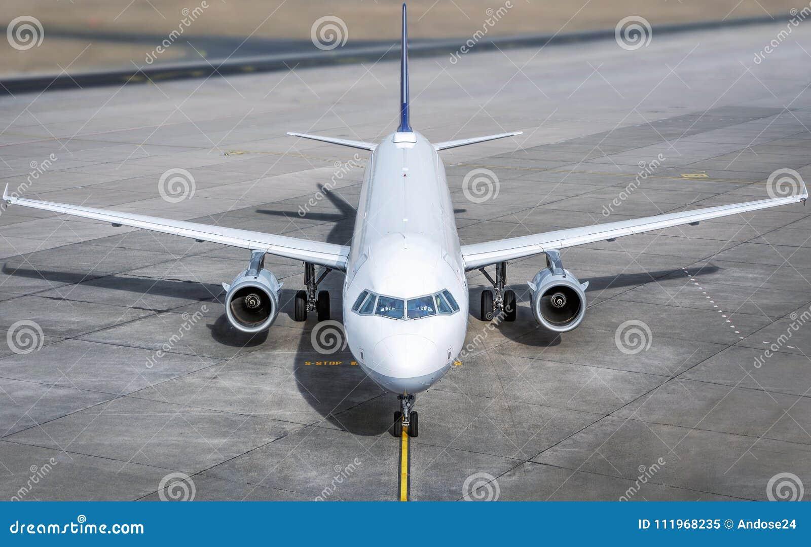 Samolotu zamkniętego kokpitu nowożytny up