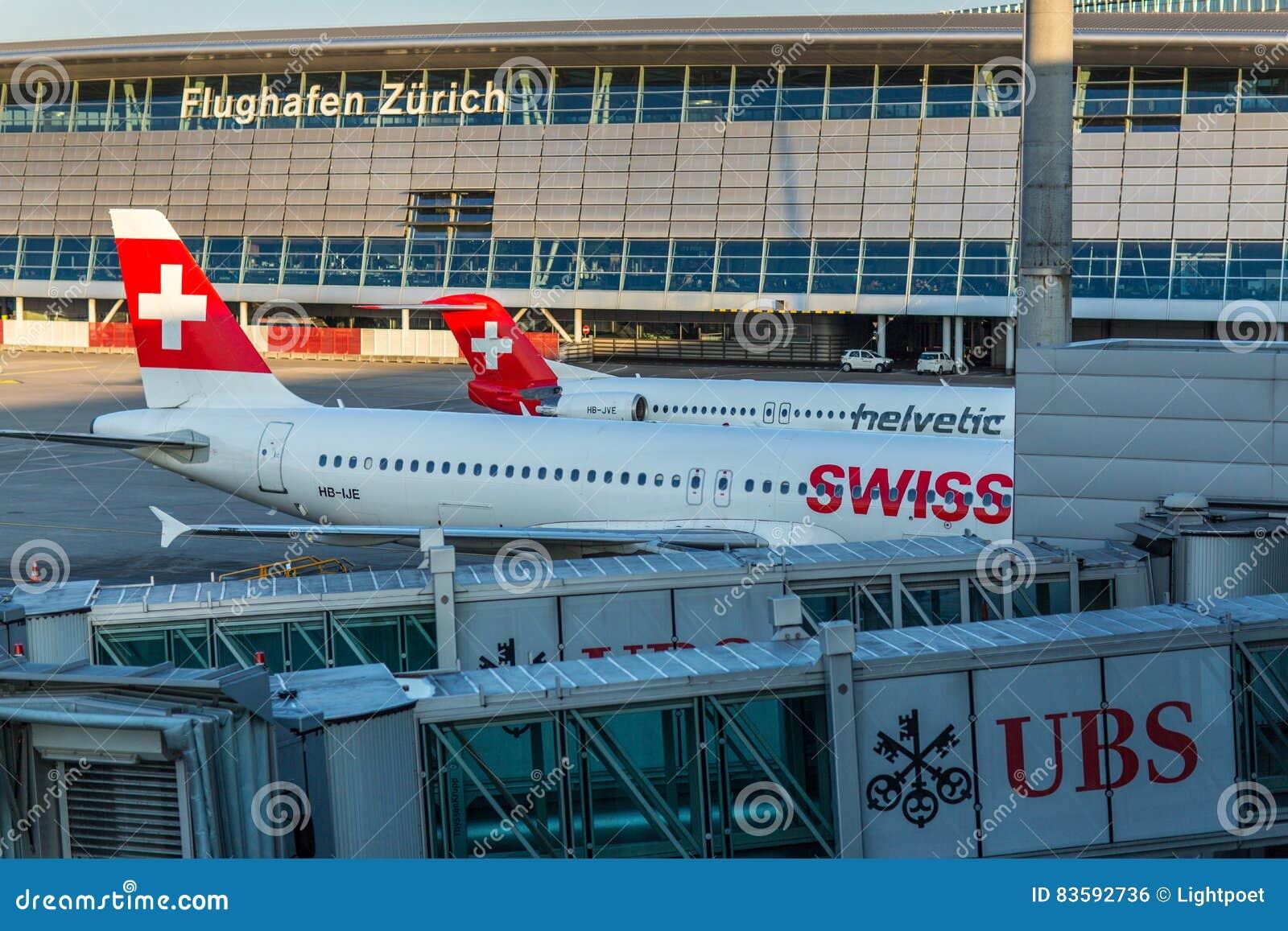 Samoloty przygotowywa dla zdejmowali przy Zurich lotniskiem międzynarodowym