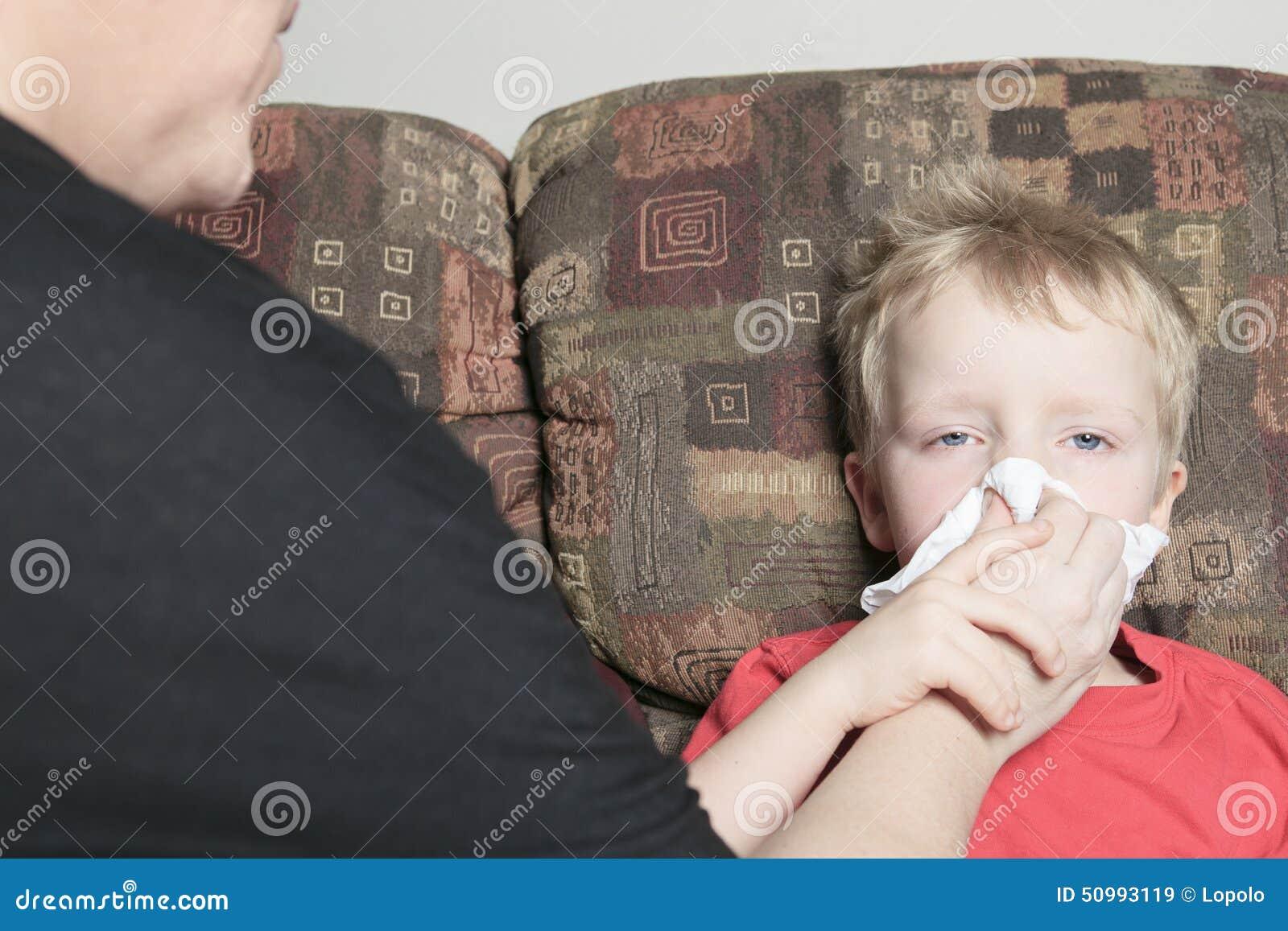 Samotna matka z synem który cierpi od zimna