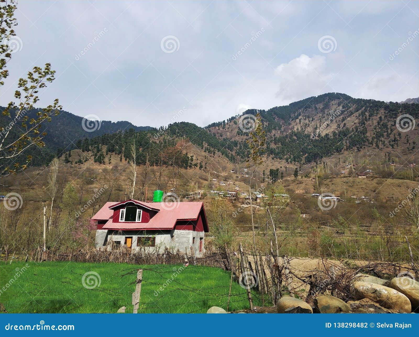 Samotny menchia dom w Kaszmir