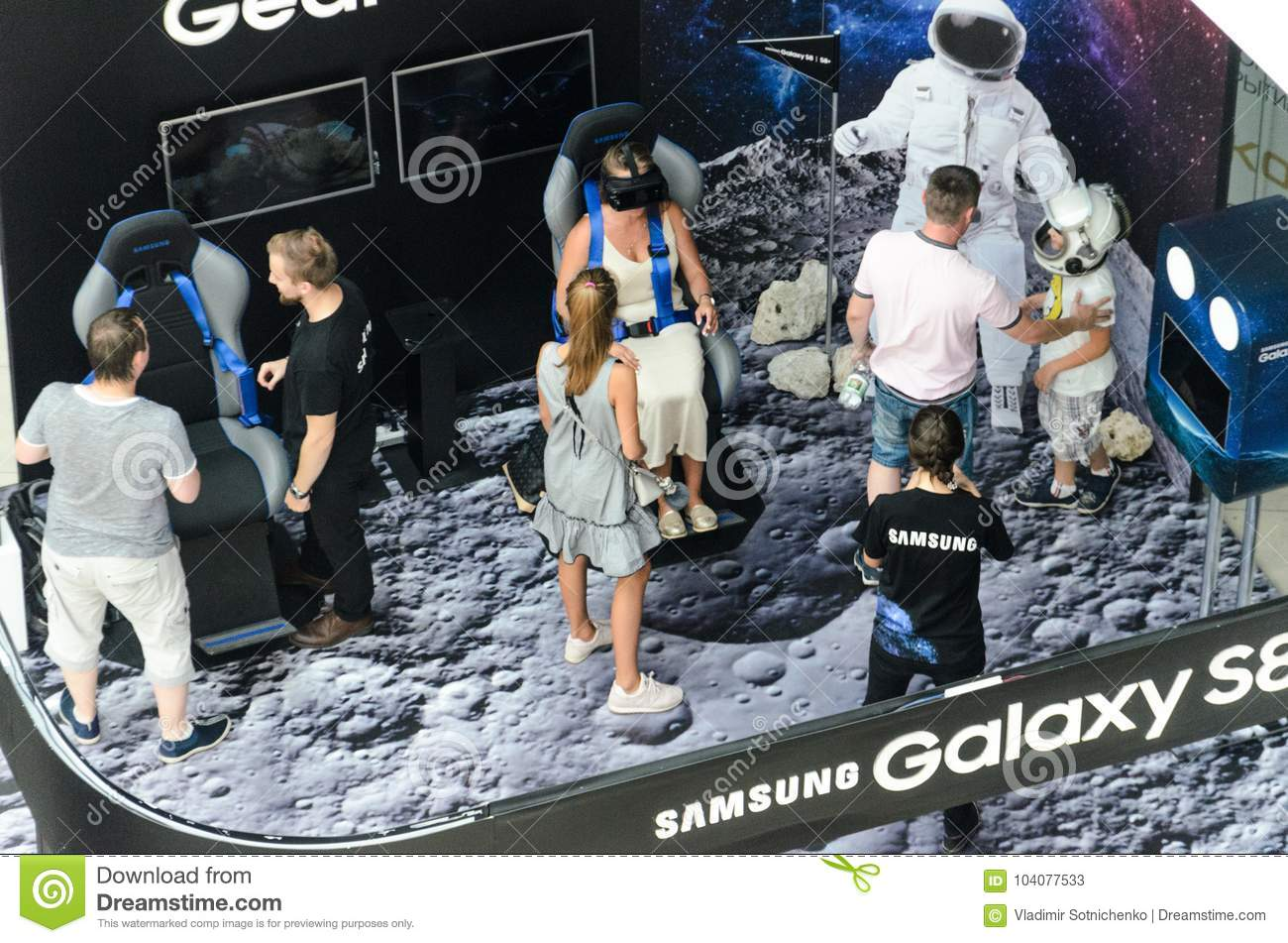 Expo Stand Bielorussia : Samsung exhibition stand of virtual reality editorial stock