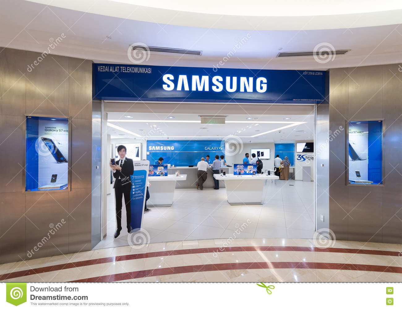 samsung store in suria klcc kuala lumpur editorial stock. Black Bedroom Furniture Sets. Home Design Ideas