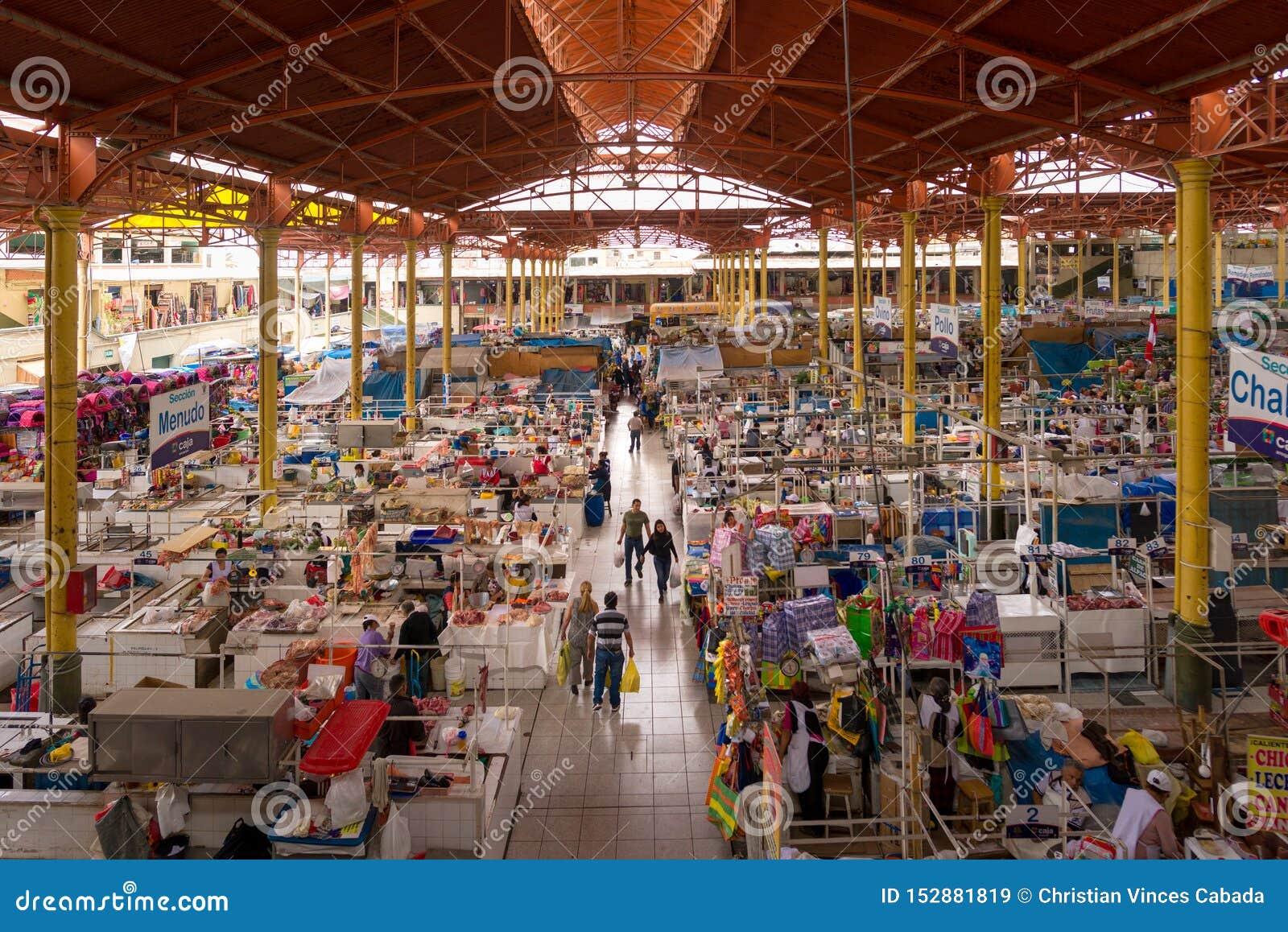 SAN CAMILO TRADITIONELLES ALTES MARKET PLACE IN AREQUIPA, PERU