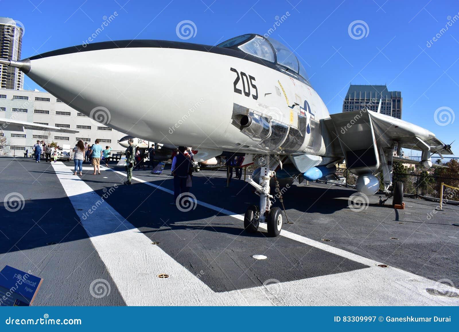 San Diego, Kalifornia Dec 04,2016 - samolotu Tomcat wojownik w Midway muzeum - usa -
