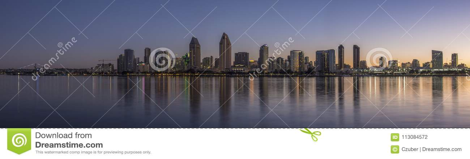San Diego linia horyzontu nad zatoką przy świtem