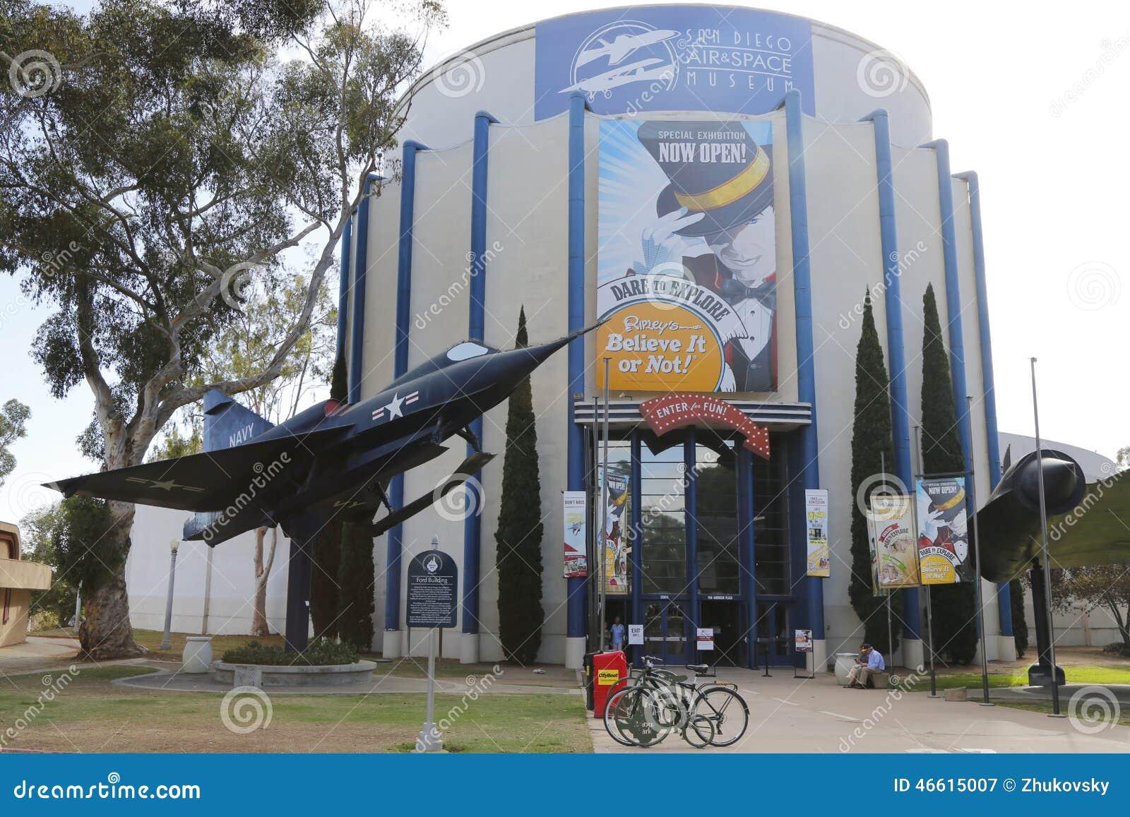 San Diego Lotniczy i Astronautyczny muzeum lokalizować przy Ford budynkiem przy balboa parkiem w San Diego