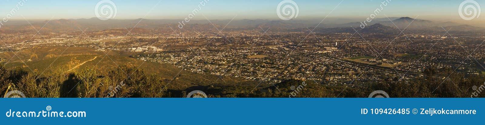 San Diego okręgu administracyjnego Panoramiczny krajobraz od góry Cowles misi śladów