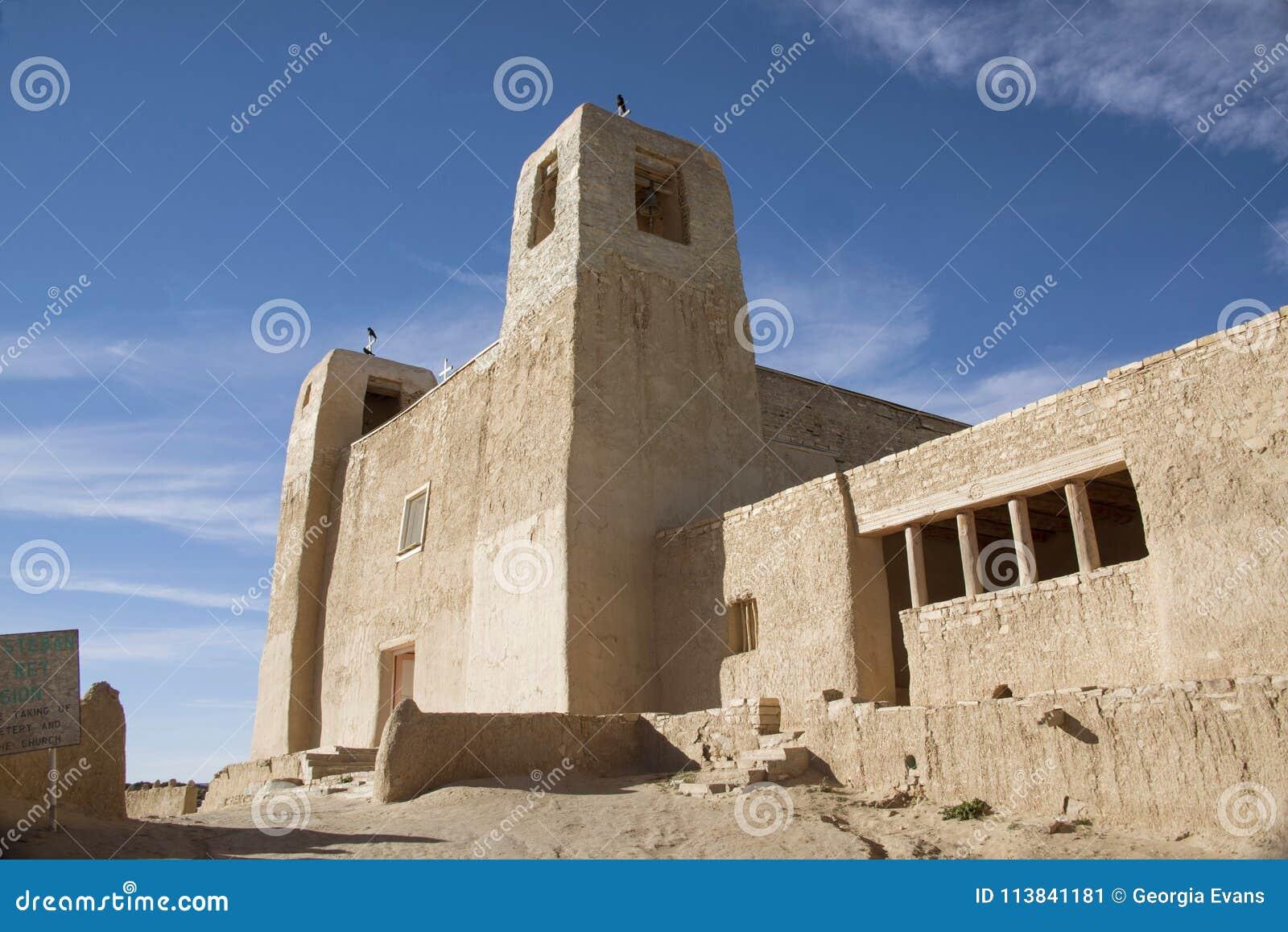 San Esteban Del Rey Church historisk Adobekatolsk kyrka i den Acoma puebloen eller himmelstaden som är nya - Mexiko, USA