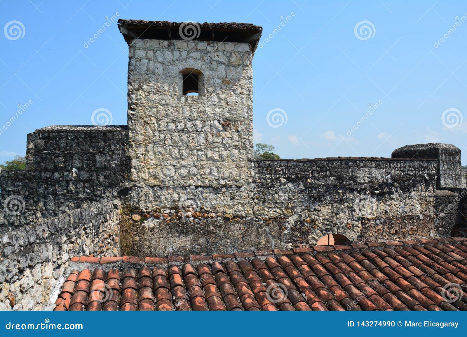 San Felipe Castle op de kusten van Rio Dulce Guatemala