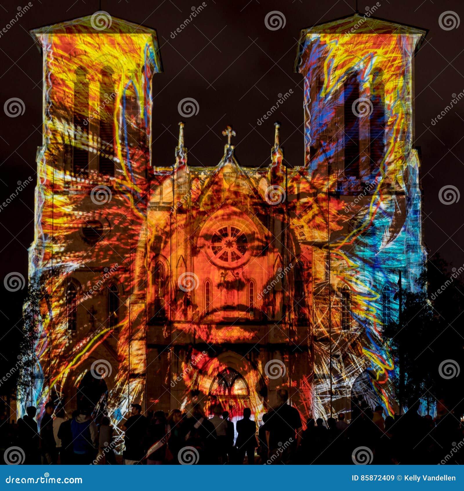 San Fernando katedra z rodowitego amerykanina światła przedstawieniem