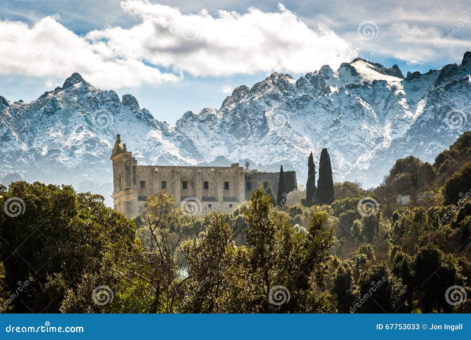 San Francesco góry przy Castifao w Corsica i klasztor