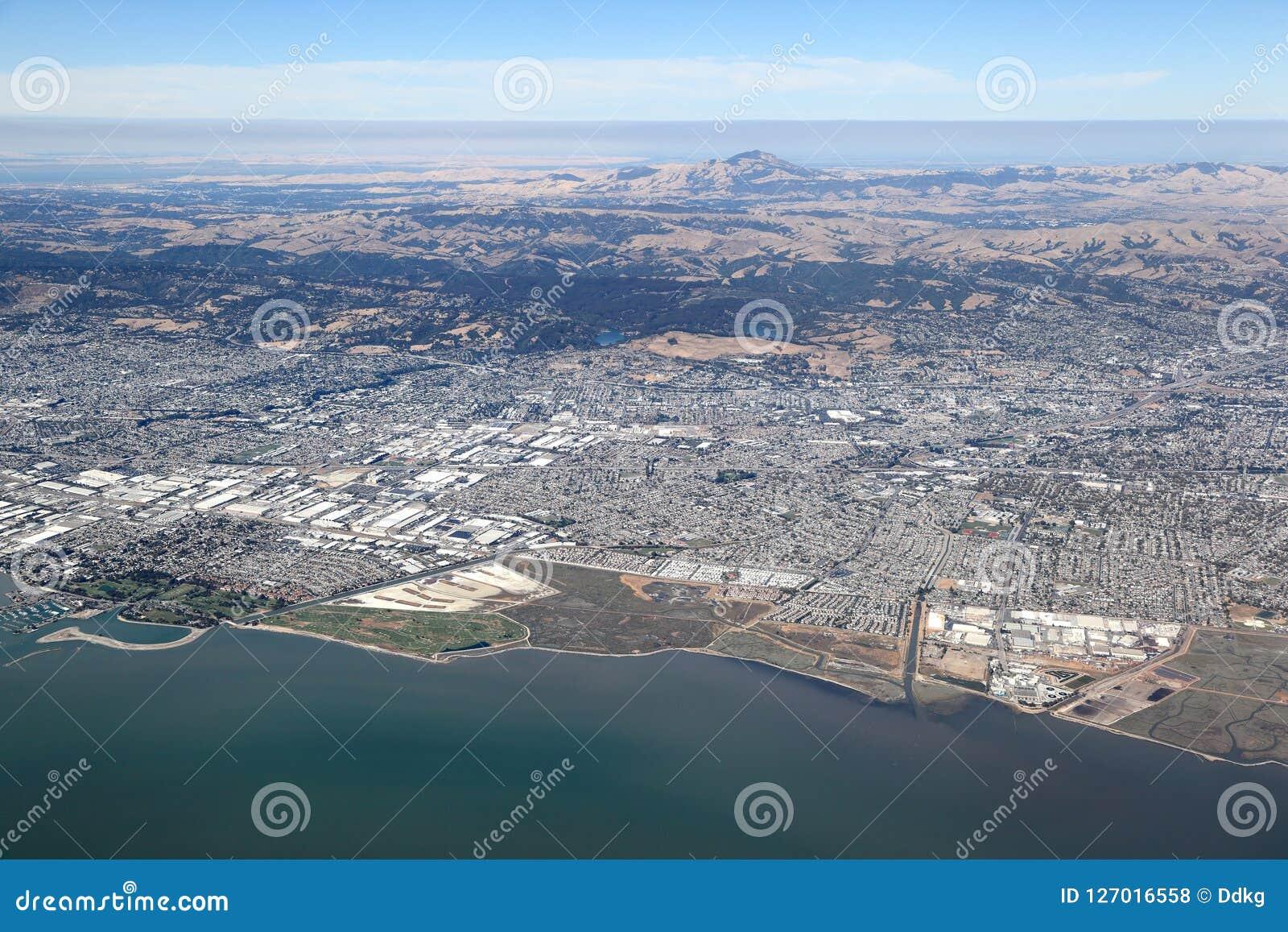 San Francisco Bay Area : Vue aérienne regardant vers l est