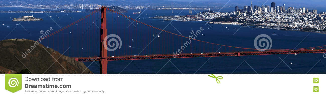 SAN FRANCISCO, EUA - 4 de outubro de 2014: Golden gate bridge com a cidade de SF no fundo, visto de Marin Headlands