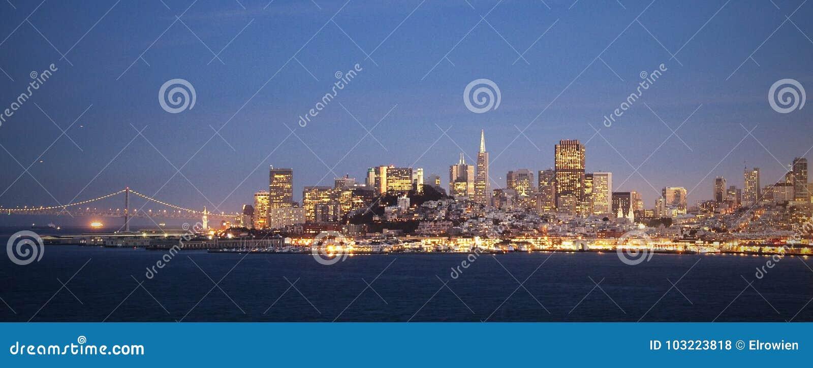 San Francisco horisont vid natt