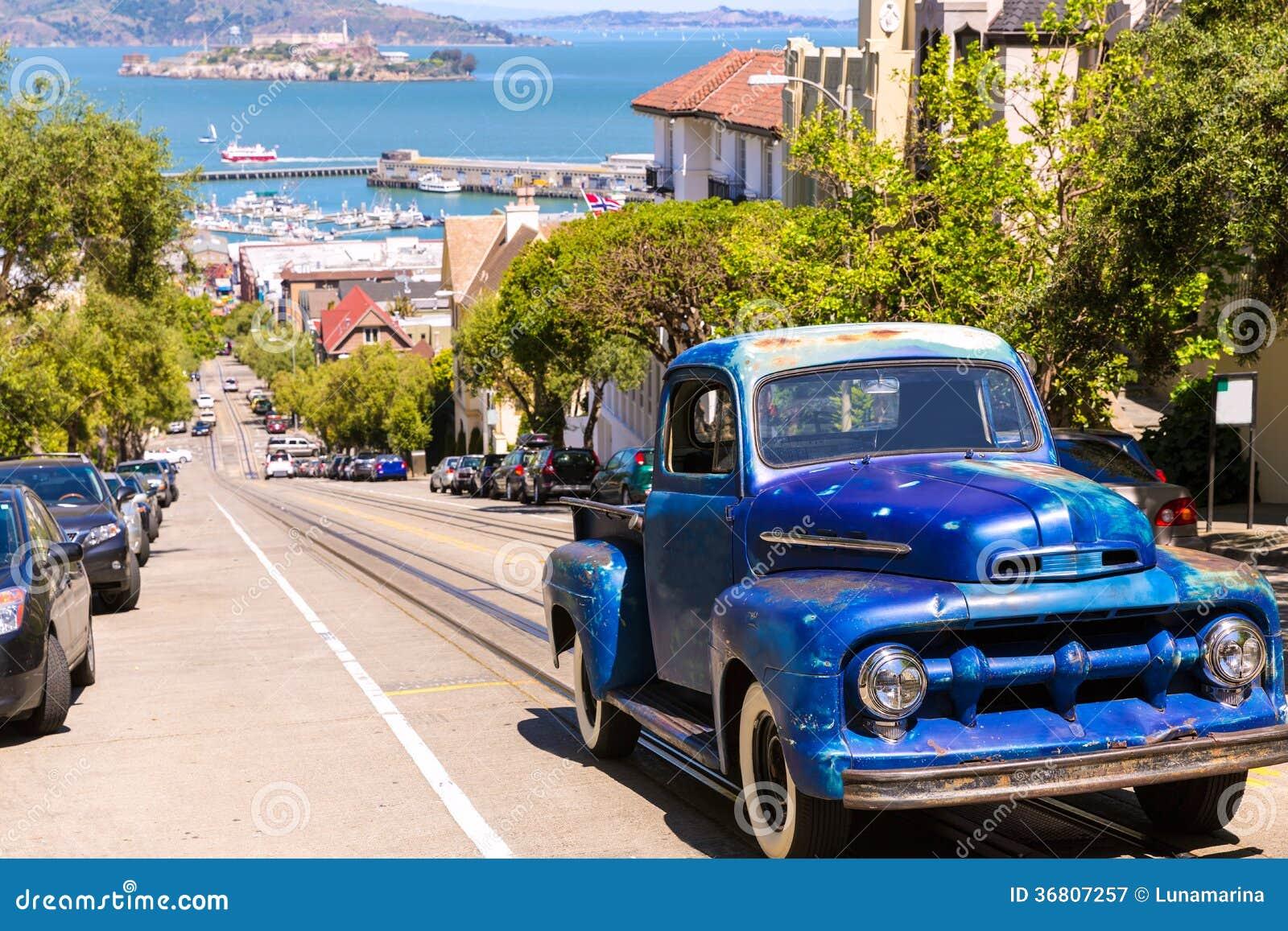 San Francisco Hyde Street ed automobile d annata con Alcatraz