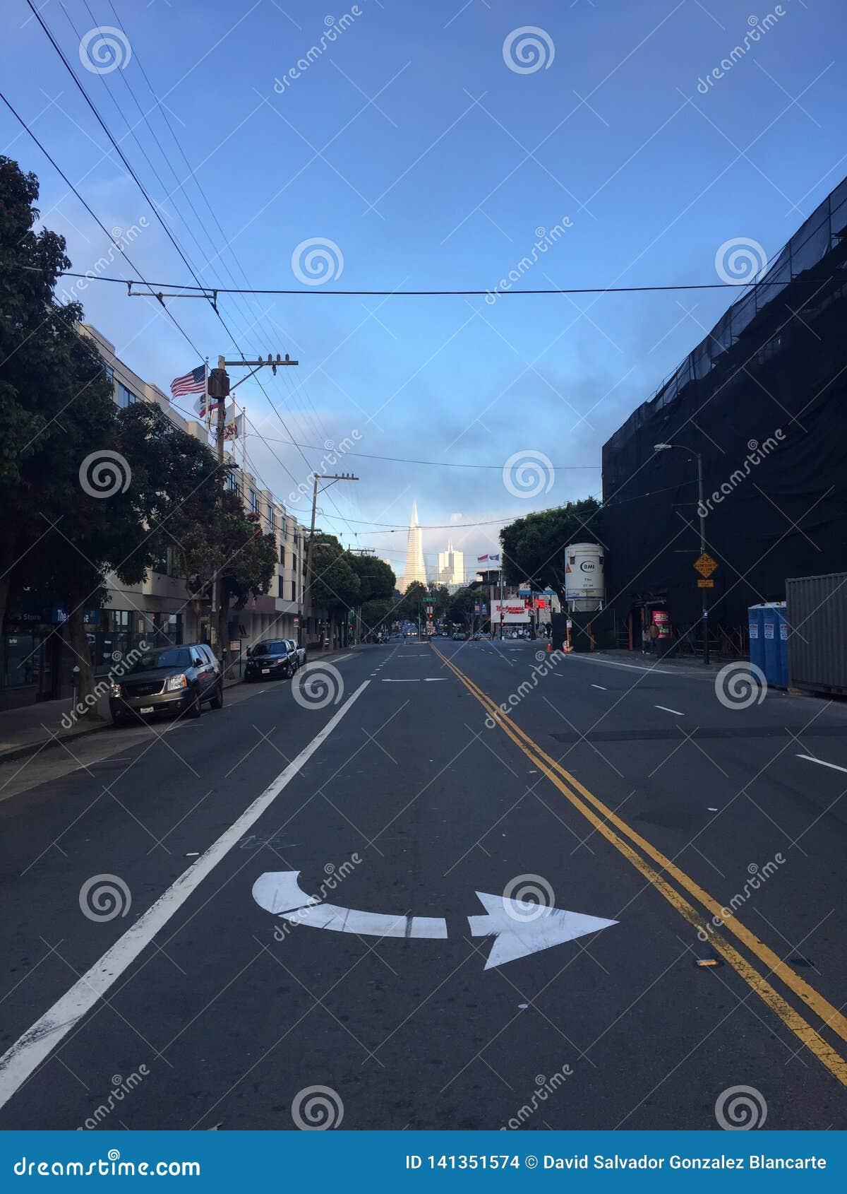 San Francisco KOMEND UIT HET ORIËNTATIEPUNT, DRAAI LINKS