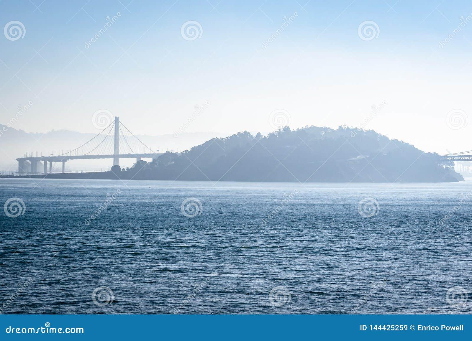 San Francisco Oakland Bay Bridge em Califórnia, EUA