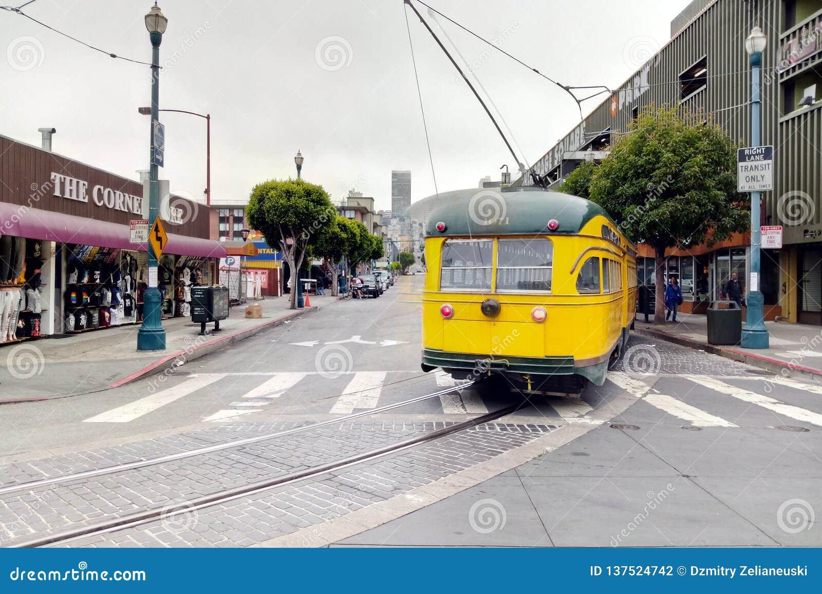 San Francisco, usa - Wrzesień 6, 2018: San Francisco tramwaj, tramwajowy podróżować na Embarcadero puszka miasteczku Rocznika tra