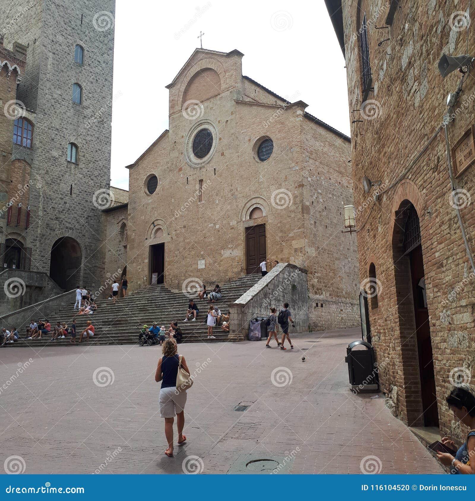 San Gimignano, hout, metaal, klippenwoning, vogelhuis