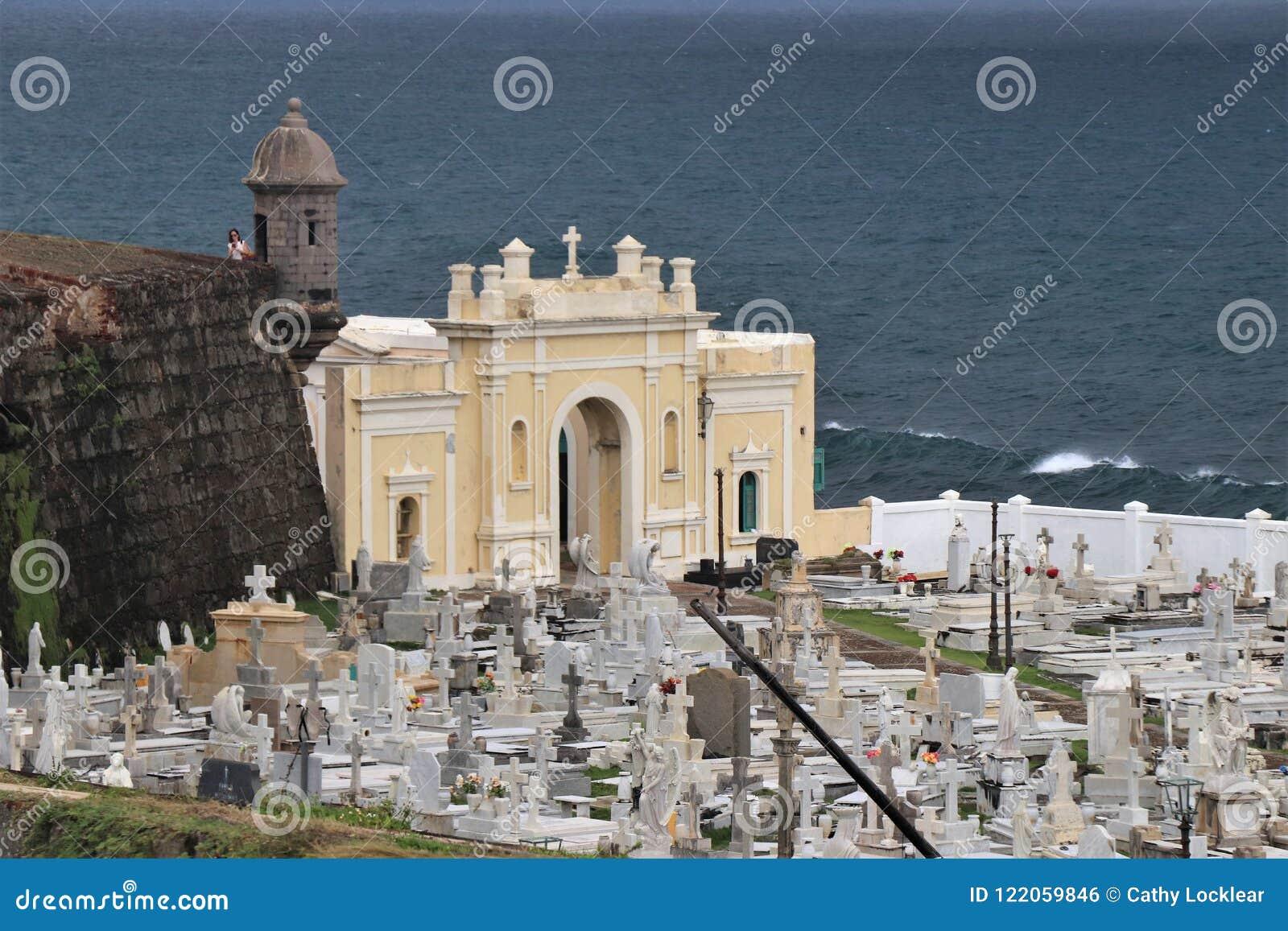 San Juan, Puerto Rico - 1/25/18: Kirchhof in altem San Juan, Puerto Rico