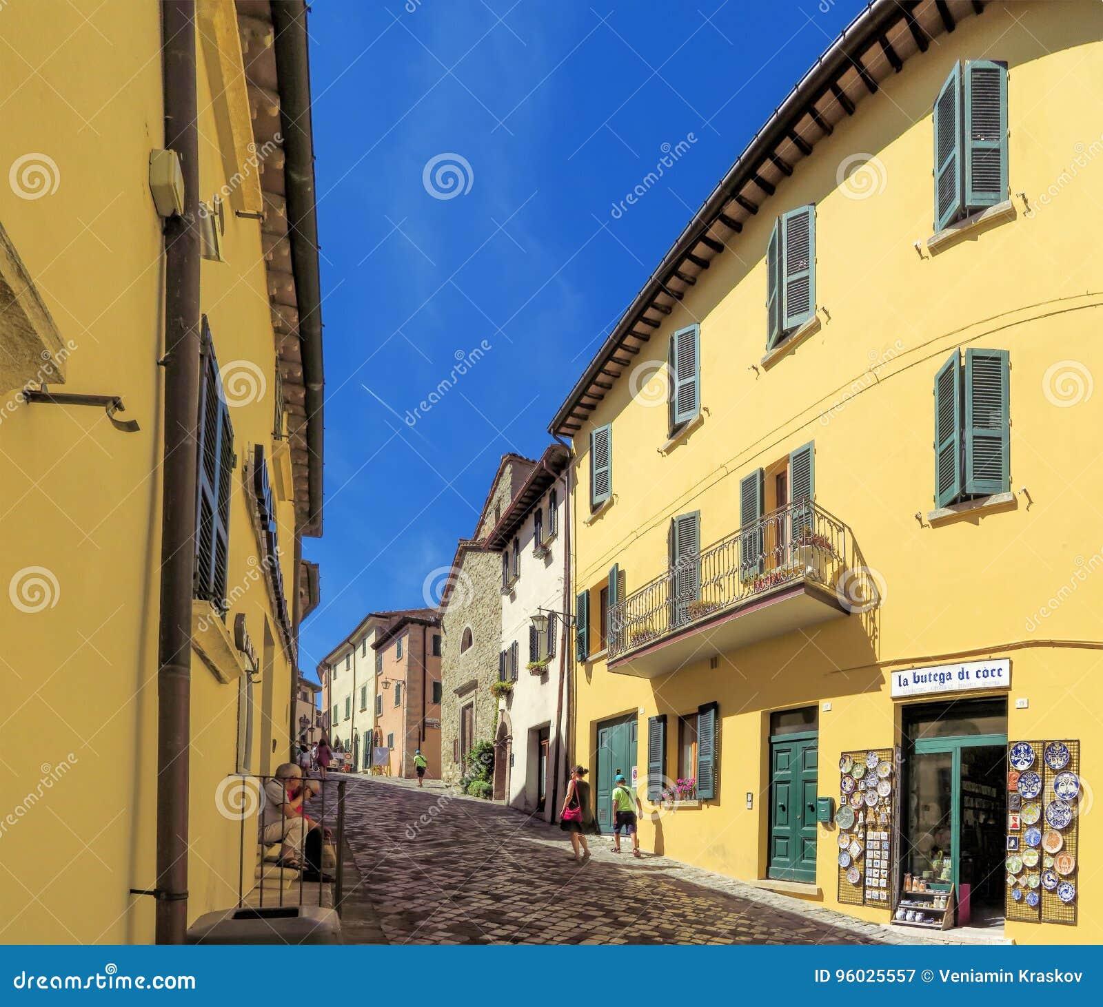 San Leo - ulica średniowieczna wioska