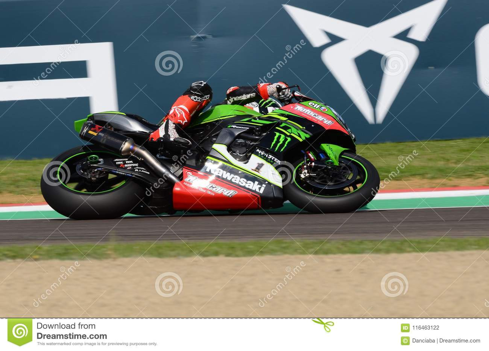San Marino Italy - Maj 11, 2018: Jonathan Rea GBR Kawasaki ZX-10RR Kawasaki Racing Team, i handling