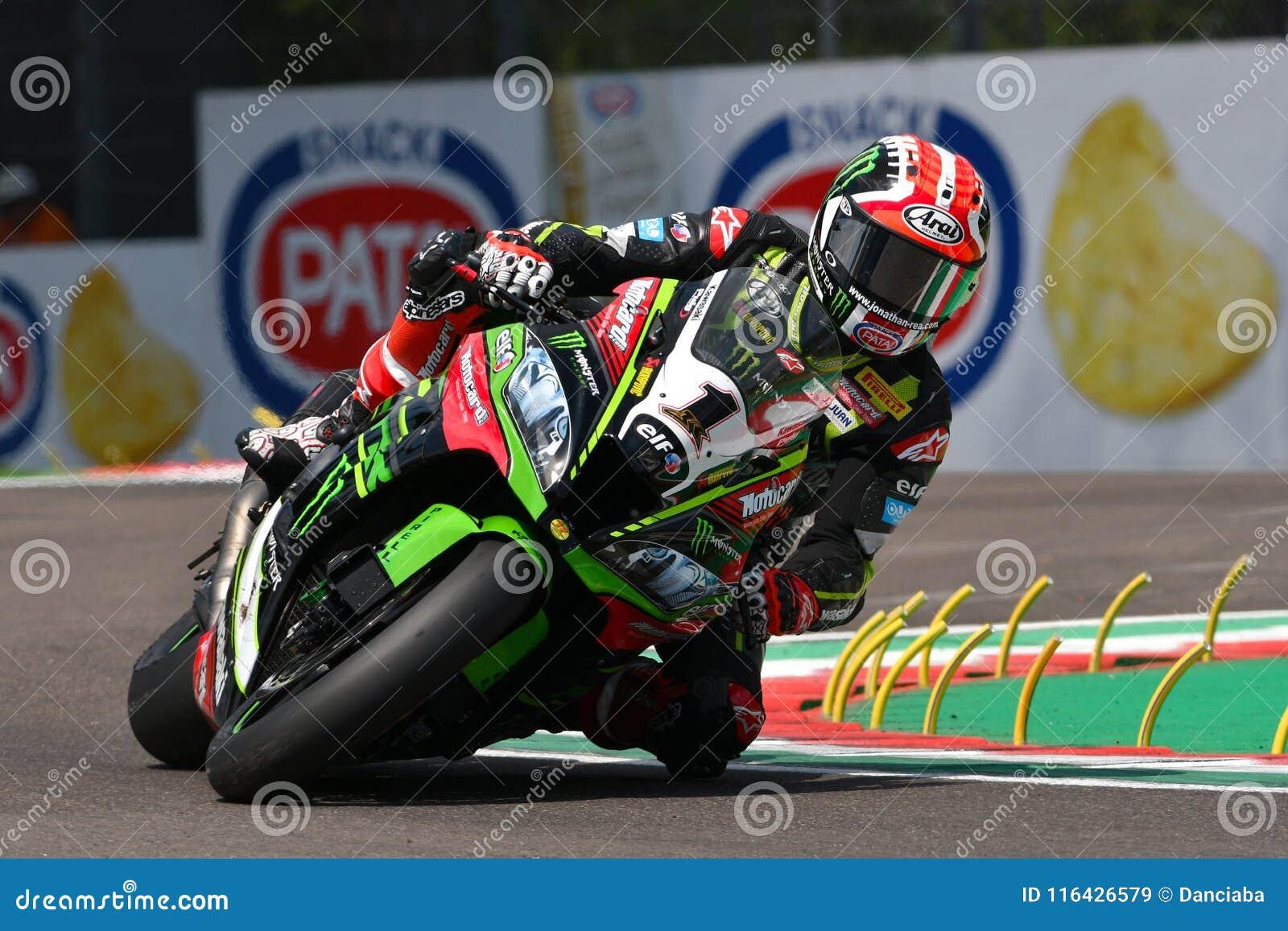 San Marino Italy - Maj 11, 2018: Jonathan Rea GBR Kawasaki ZX-10RR Kawasaki Racing Team, i handling under Superbikekvalificeringe
