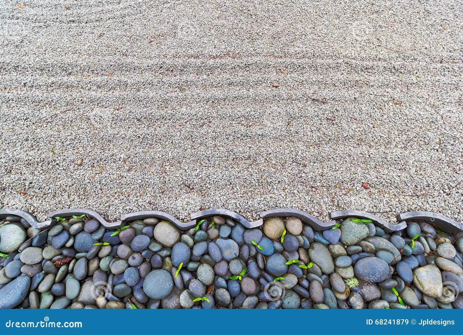 Top Sand-Garten Mit Kiesel Entsteint Grenze Stockfoto - Bild: 68241879 YU43