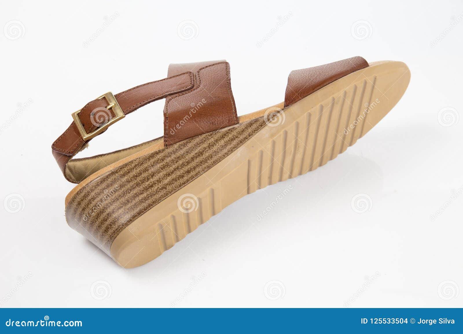 Sandalia elegante de cuero marr?n femenina