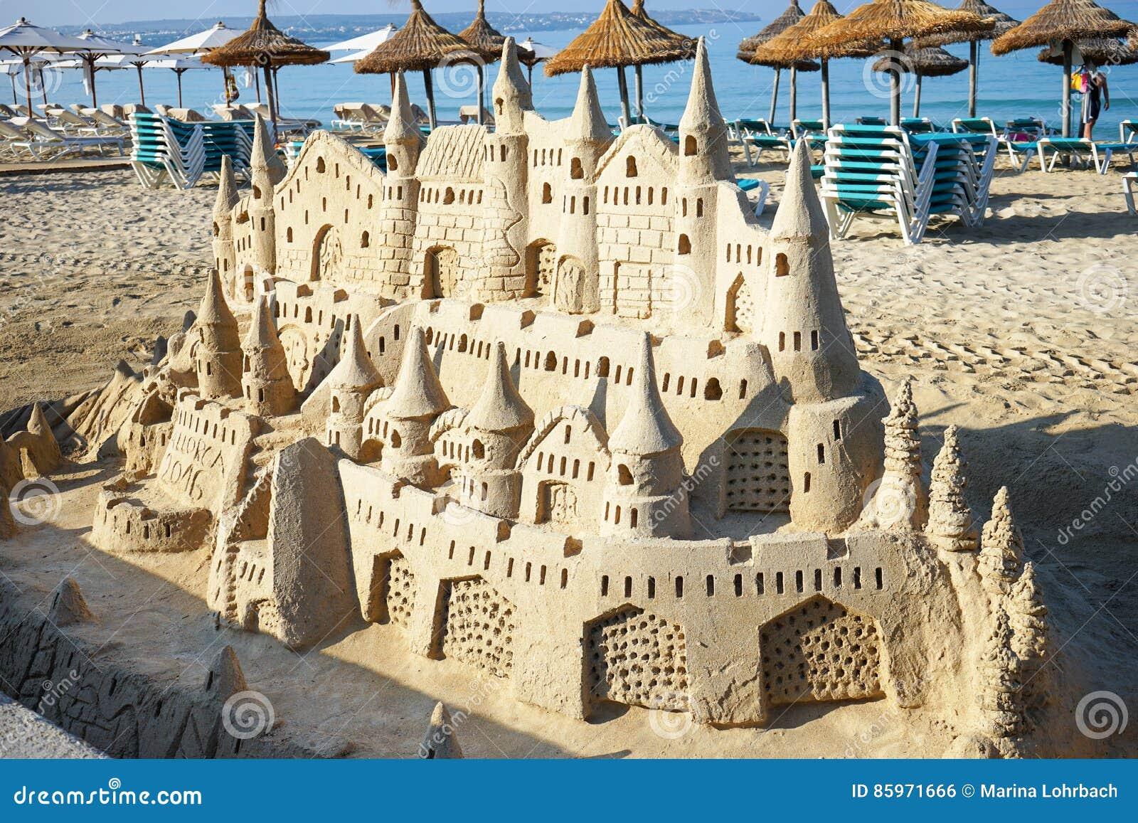 Sandcastle на пляже