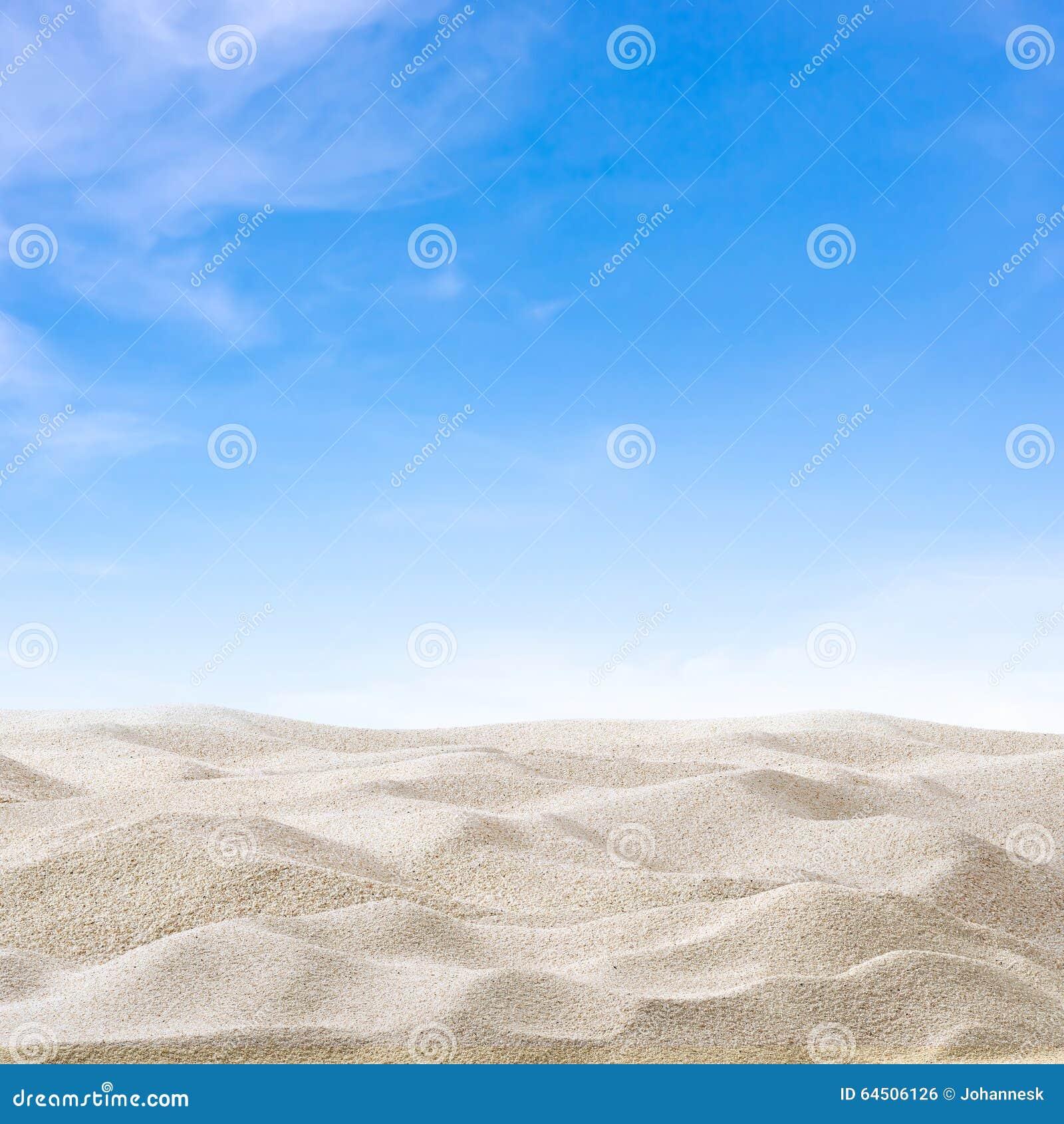 Sanddyn och himmel