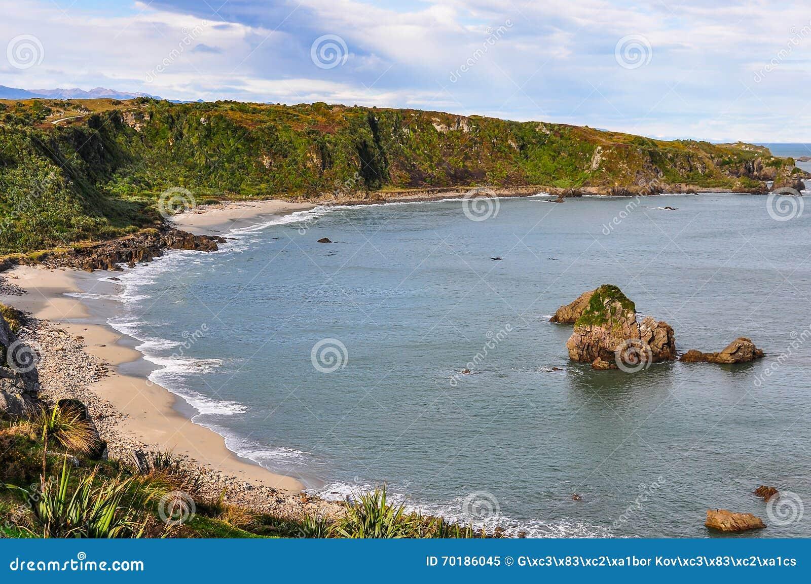 Sandig strand i udde Foulwind, Nya Zeeland