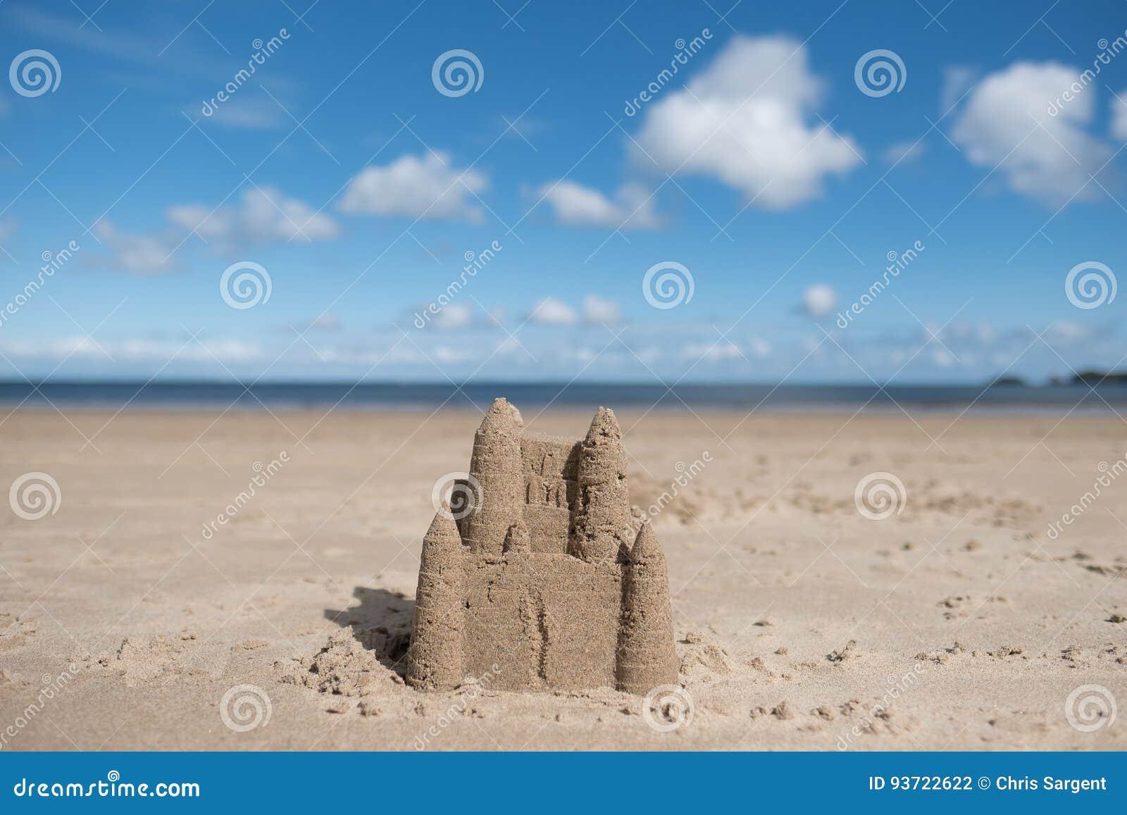 Sandslott på en strand i Wales