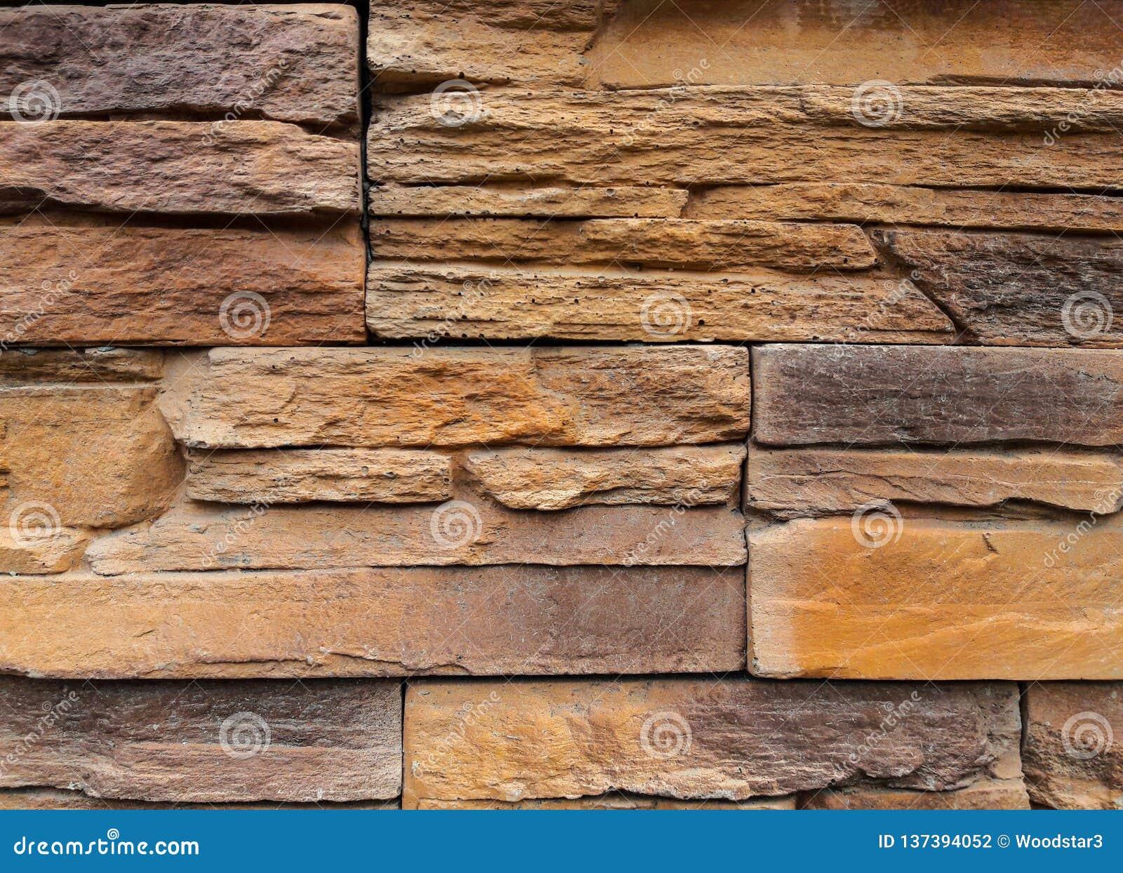 Sandstentexturer För inre och yttre garnering Bakgrunden är färgrik yellow medf8ort grått