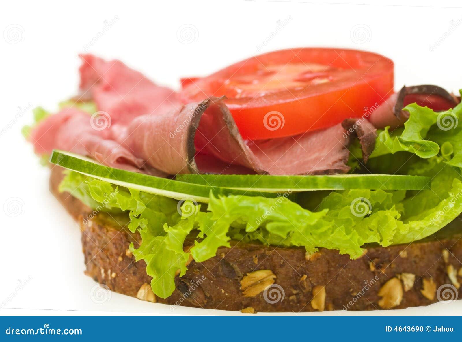 Sanduíche da carne do assado no branco, fim acima
