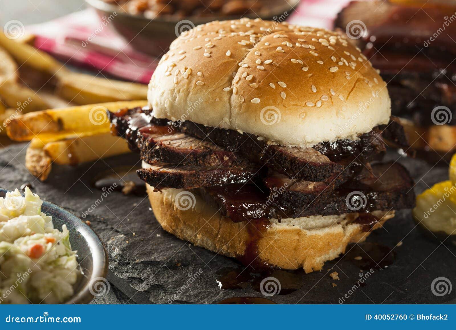Sanduíche fumado da carne do peito do assado